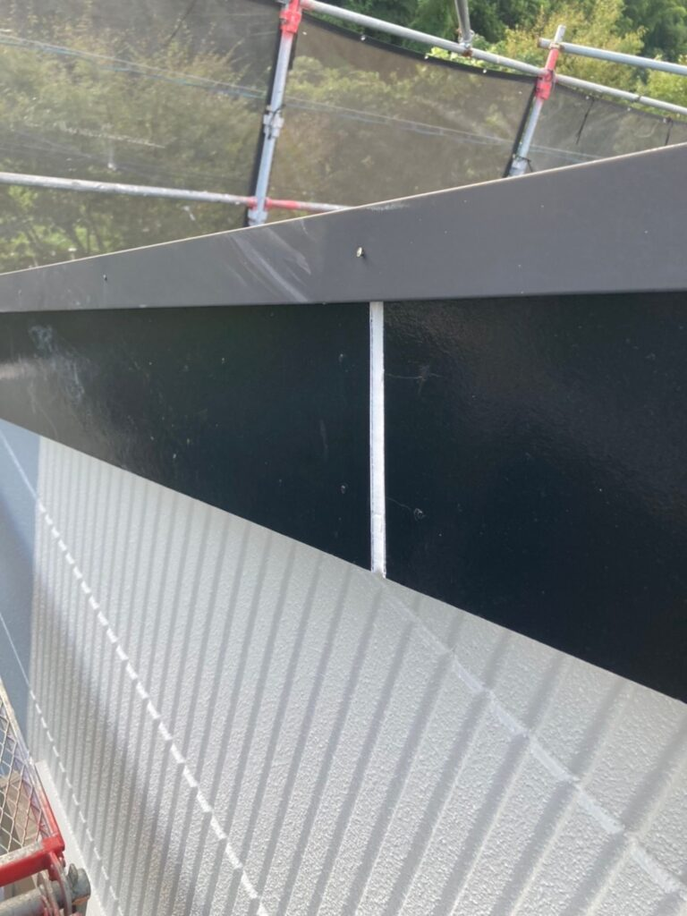 三養基郡 破風コーキング補修 屋根塗装(下塗り) 写真5