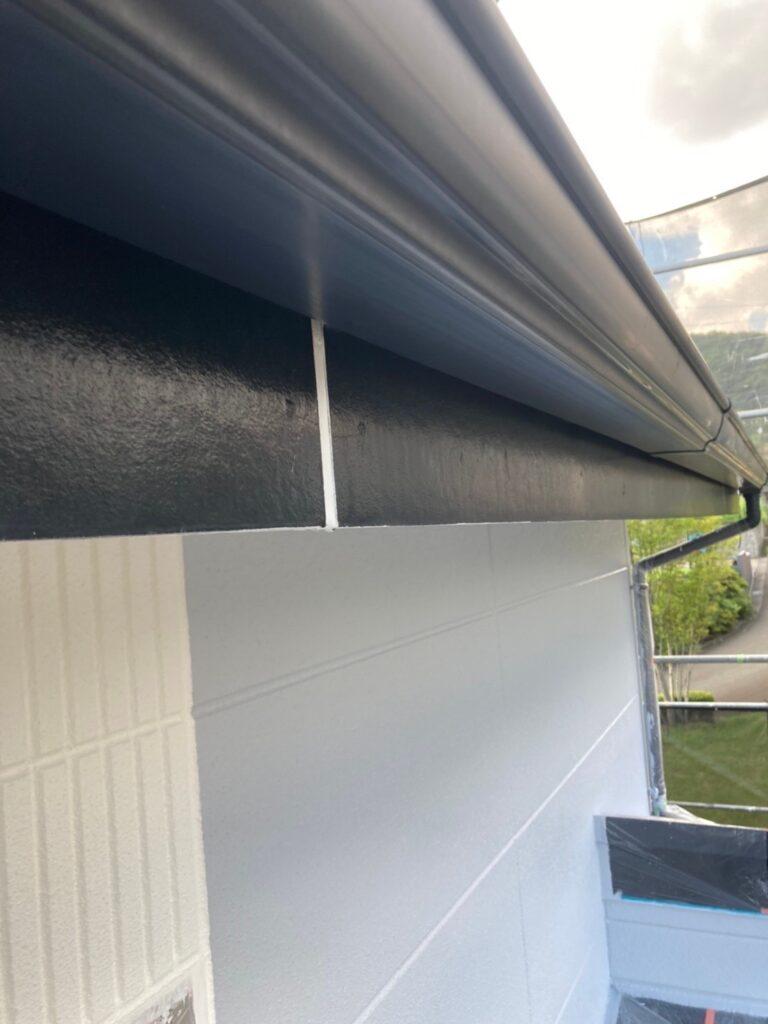 三養基郡 破風コーキング補修 屋根塗装(下塗り) 写真6