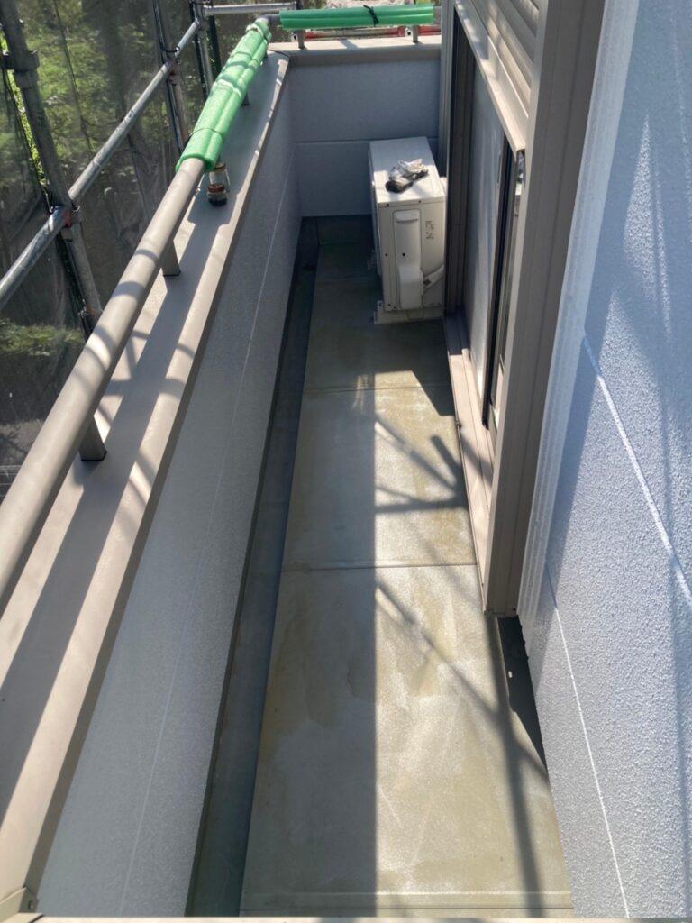 三養基郡 ベランダ防水塗装 基礎巾木塗装 写真3