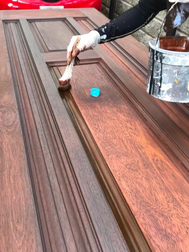 匠の技!木製玄関ドア塗装 写真14