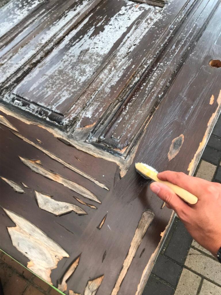 匠の技!木製玄関ドア塗装 写真3